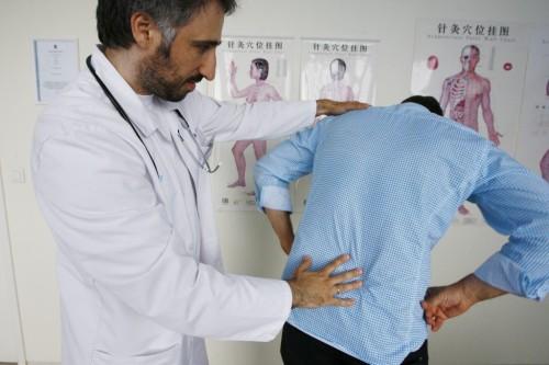 Боль в спине осмотр врача