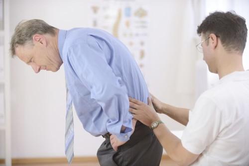Какие симптомы бывают при грудном шейном и поясничном остеохондрозе