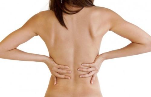 Болит спина женщина