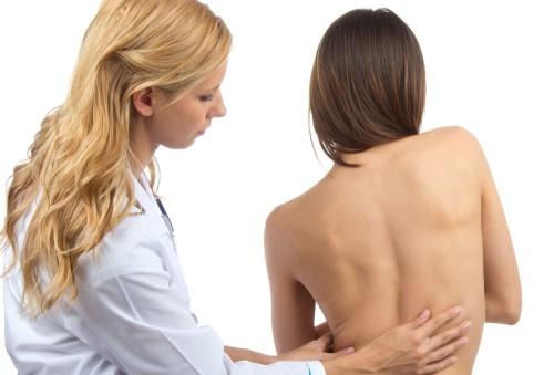 Ряд признаков четко покажет, есть ли у Вашего ребенка проблемы со спиной!