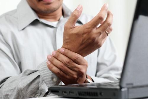 Если Вы думаете, что артрит - это болезнь стариков, то серьезно ошибаетесь! Некоторым пациентам чуть больше 30!